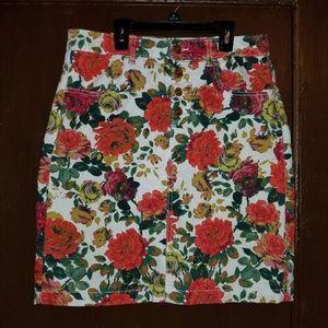 MAEVE White Denim floral pencil skirt Size 8P EUC